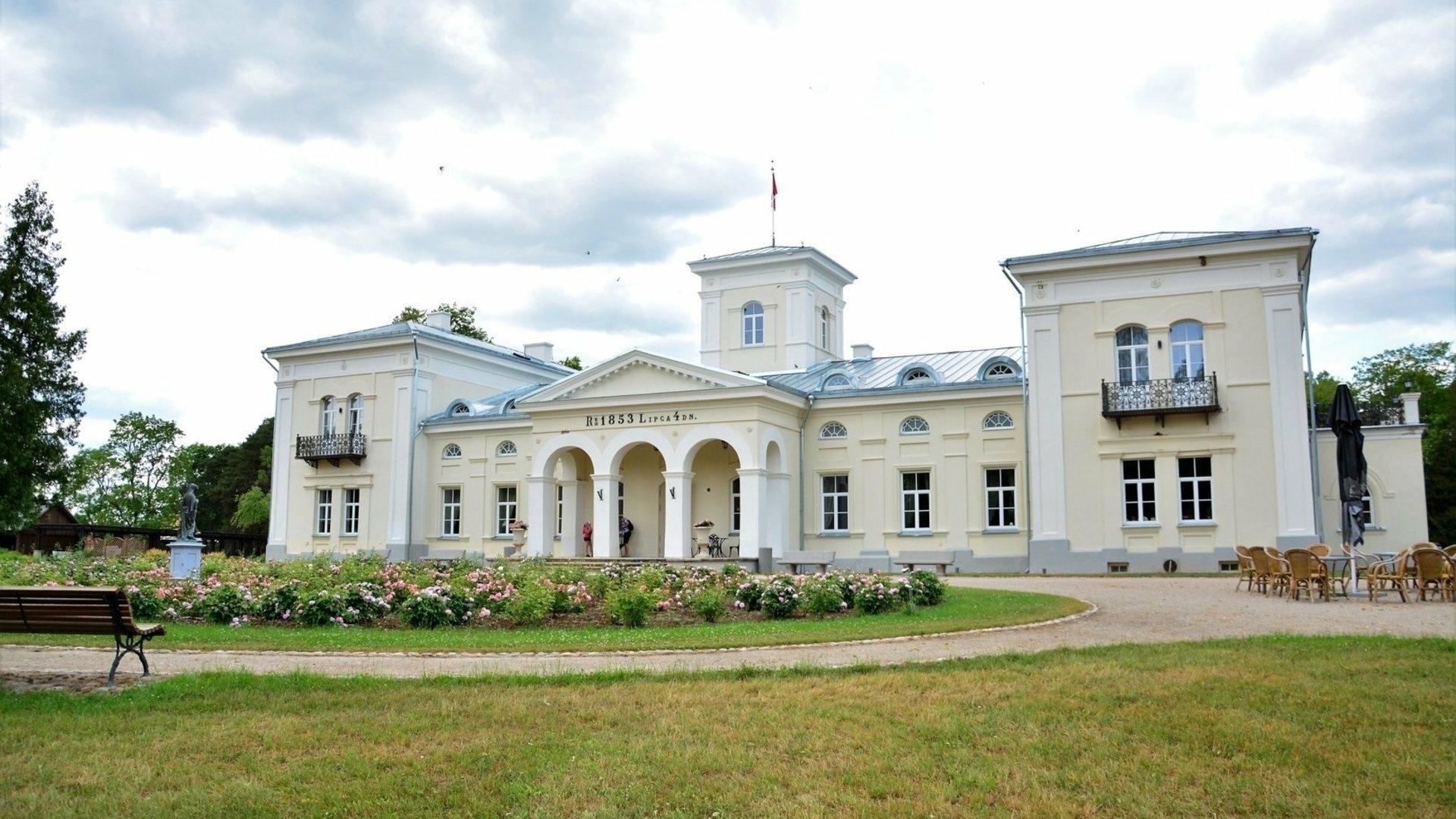 Ceļojums pa Anīkšču reģionālo parku ar automašīnu