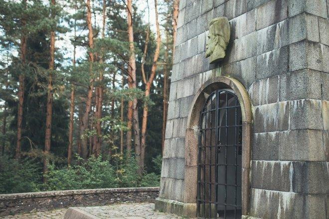 """J. Biliūno kapas """"Laimės žiburys"""""""